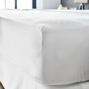 White high quality Egyptian cotton fitted sheet - Lisbon Collection