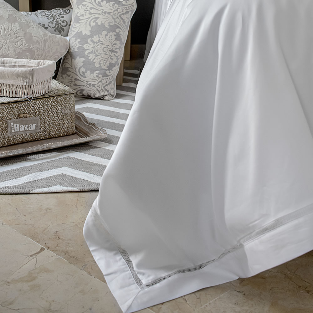White luxuryduvet cover egyptian cotton with embroidered edging